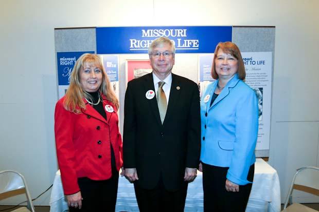 MRL Legislative Liaison Susan Klein, Senator Wayne Wallingford, and NRL President Carol Tobias